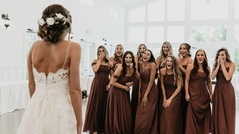 Wedding photoshoot ideas for bride and her bridesmaids
